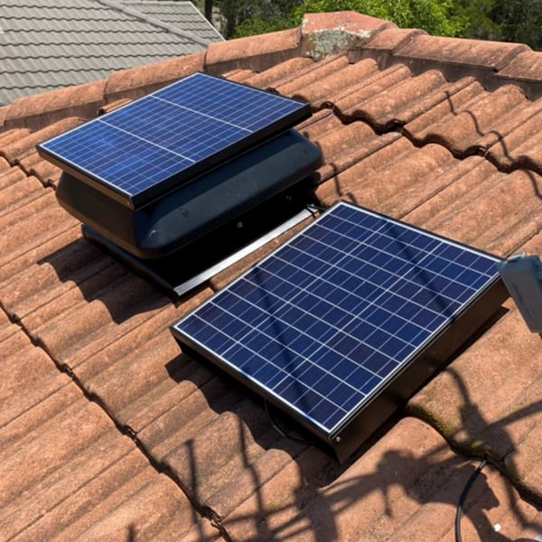 Solar roof vent with battery backup